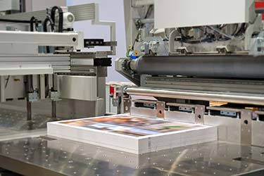 High quality wide format printing of advertising materials